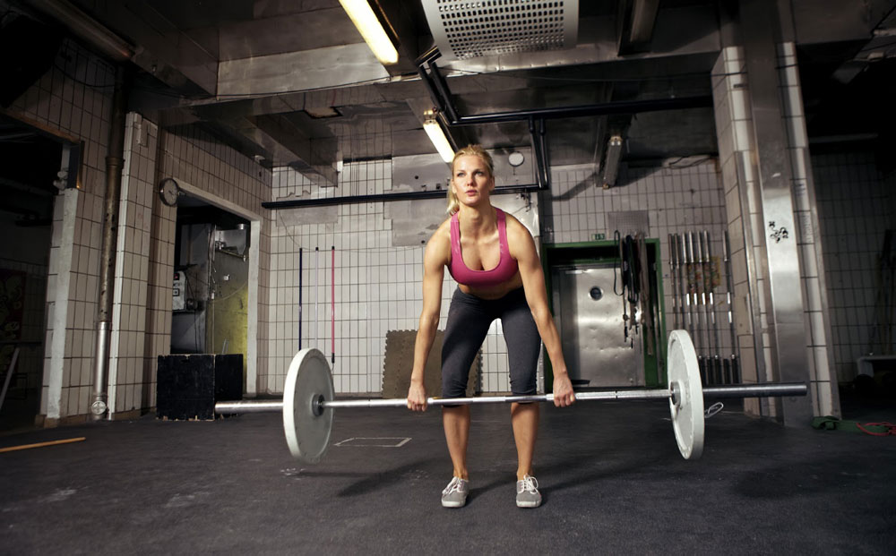 female-deadlifting-web